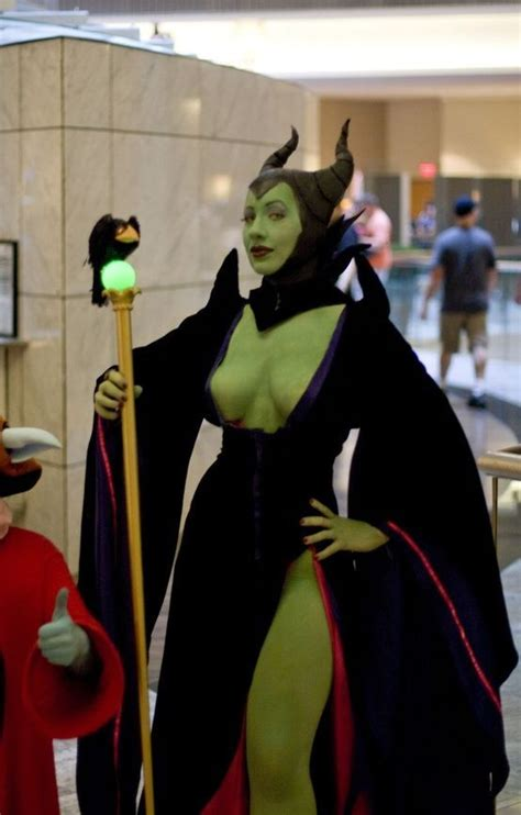 Maleficent Cosplay | Maleficent works it #cosplay #sexy #